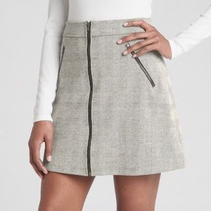 Gap grey plaid skirt. Full zip NWT. Size 0